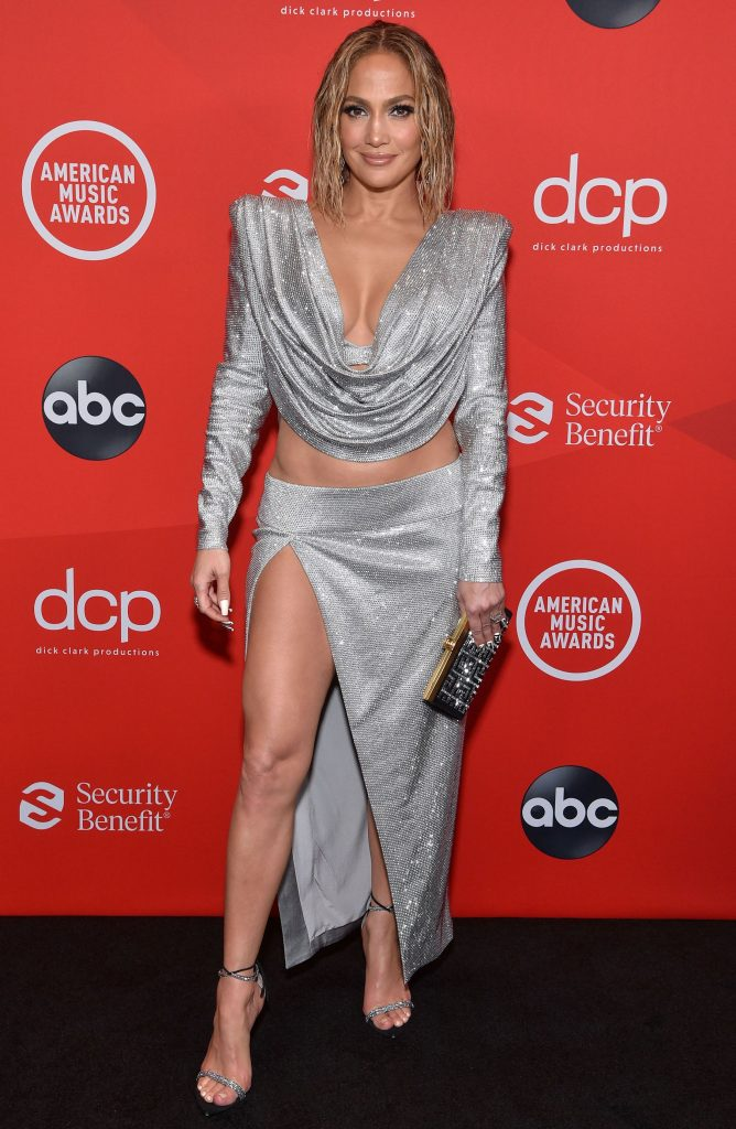 2020-American-Music-Awards-Red-Carpet-Jennifer-Lopez