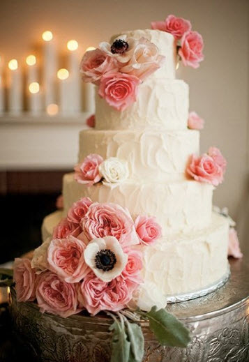 Tips for an Affordable Wedding Cake   BravoBride Credit  Followell Photography