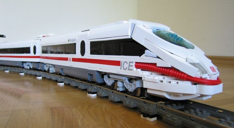 ICE 3     German High Speed Passenger Train  A LEGO     creation by     ICE 3     German High Speed Passenger Train  A LEGO     creation by Holger  Matthes   MOCpages com