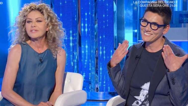 """""""Ma sei scema?"""". Imma Battaglia, la diretta social è bollente. Eva Grimaldi finisce nuda"""