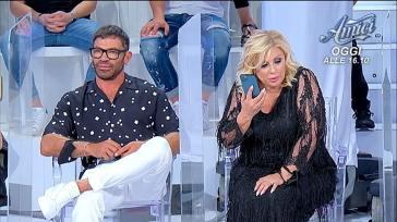 """""""Sei senza cervello!"""". UeD, Tina Cipollari non perdona Gianni Sperti e scoppia a sorpresa la lite"""