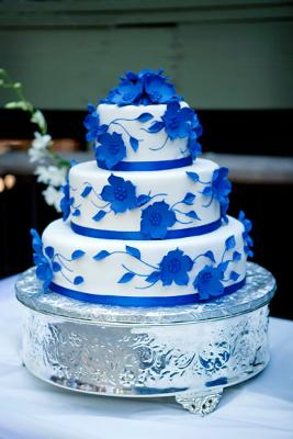 Blue Wedding Cakes   http   www cake decorating corner com  Dramatic Blue Wedding Cake