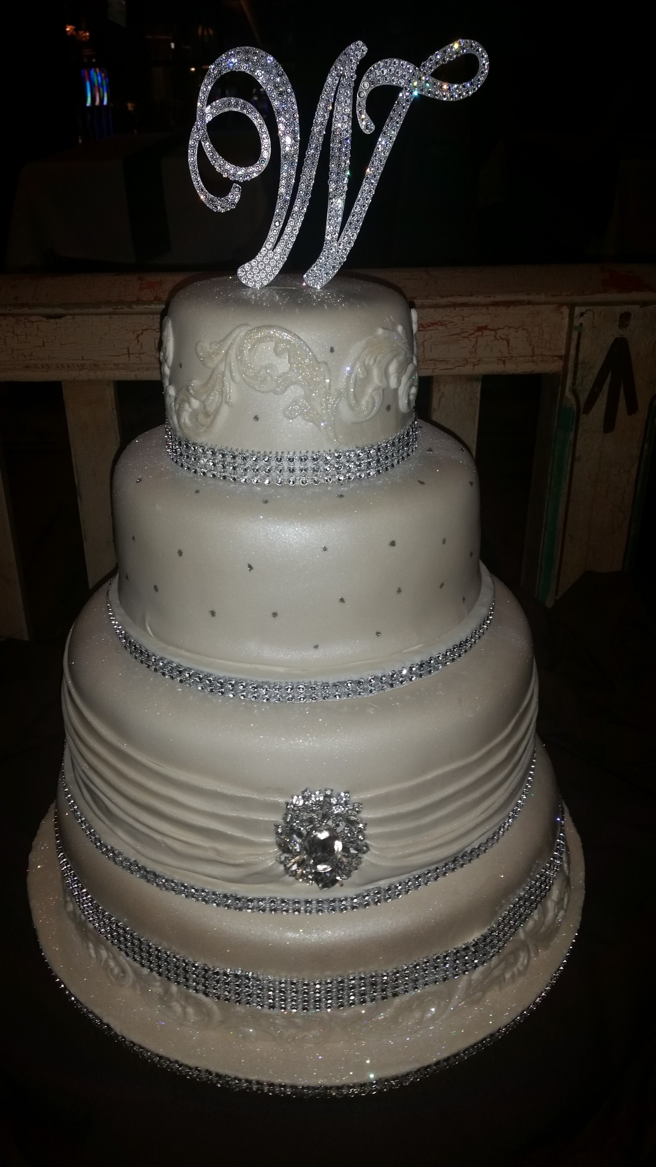 Bling Wedding Cakes   Cakes On The Move Ivory Pearlized Cake