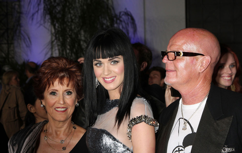 Cele bitchy   Katy Perry's mom is scandalized by Katy's boobs, wants her to be a faith healer
