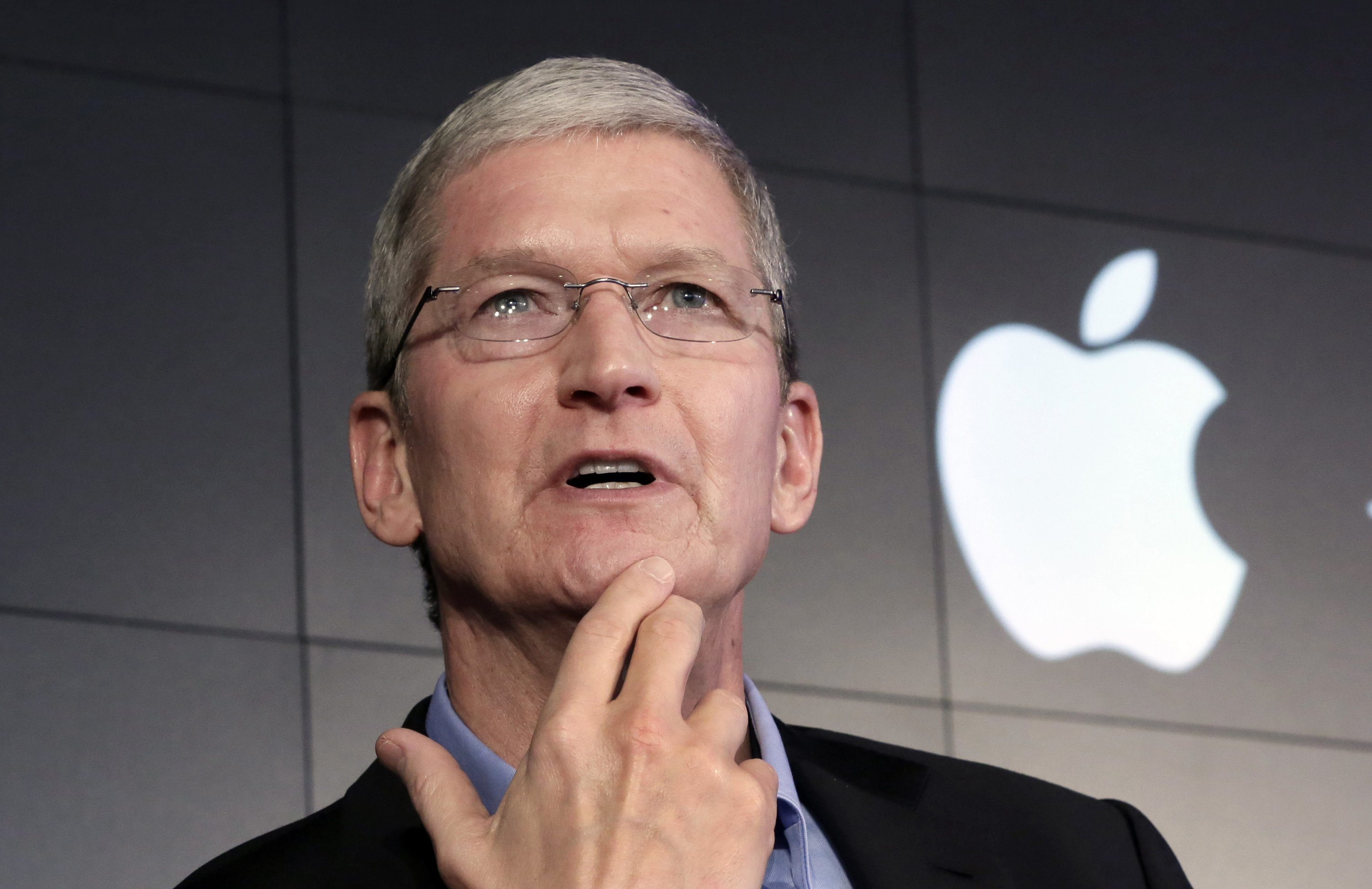 Apple  1    re entreprise priv    e au monde      valoir 1 000 milliards de     Tim Cook  PDG de Apple
