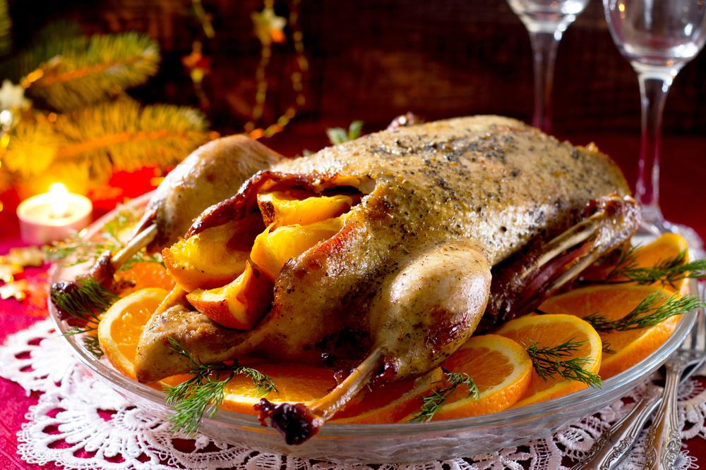 En yakın galibiyette misafirperverliğiniz hakkında hevesli yorumları duyacağınız ve ne kadar harika ve lezzetli olduğunu hissediyorum. Ve sorularla kaplı olacağınızı ve ana yemeğin tarifini soracağınızı ve fırında pişirilen ördekleri soracağınızı hazırlayın!