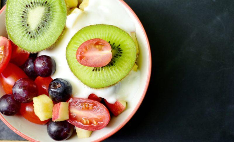 เพื่อให้โยเกิร์ตที่บ้านมีรสชาติดีกว่าคุณสามารถเพิ่มฟิลเลอร์ใด ๆ กับมัน: ผลเบอร์รี่สดหรือผลไม้สับอย่างประณีตแยมเล็กน้อยบดขยี้กับกระต่ายช็อกโกแลต