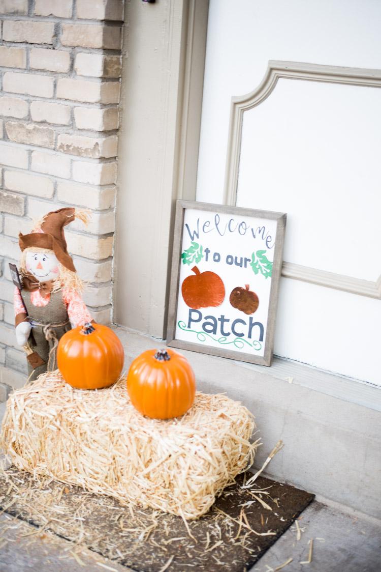 halloween front porch scene
