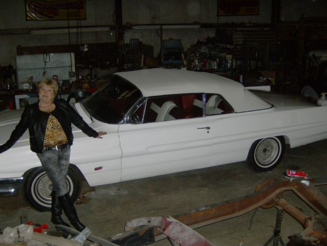 Seller of Classic Cars   1961 Pontiac Catalina  White Burgundy  1961 Pontiac Catalina  White Burgundy
