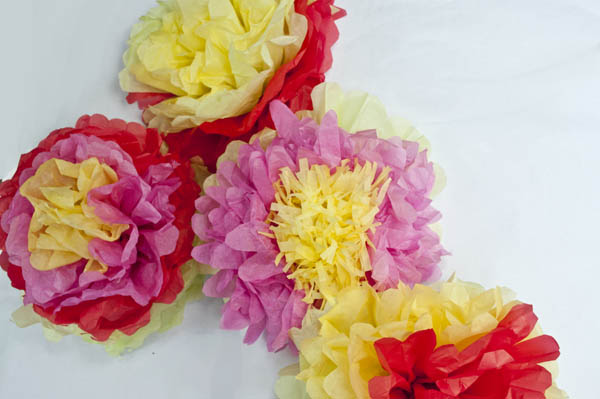 How to Make Mexican Tissue Paper Flowers   Clumsy Crafter How to Make Mexican Tissue Paper Flowers
