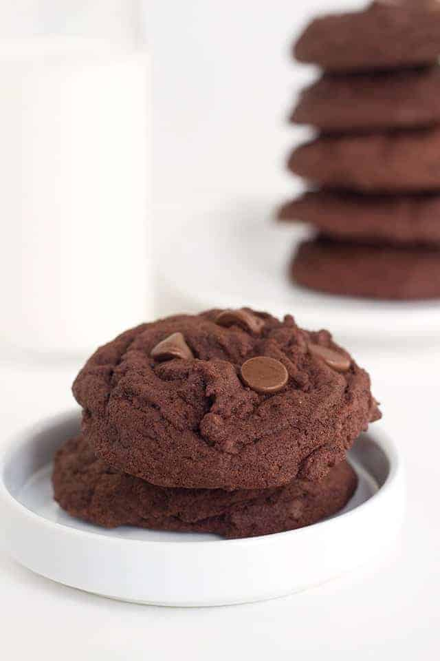 Chocolate Chocolate Chip Pudding Cookies - tender cookies loaded with chocolate pudding and chocolate chips. Talk about highly addictive!