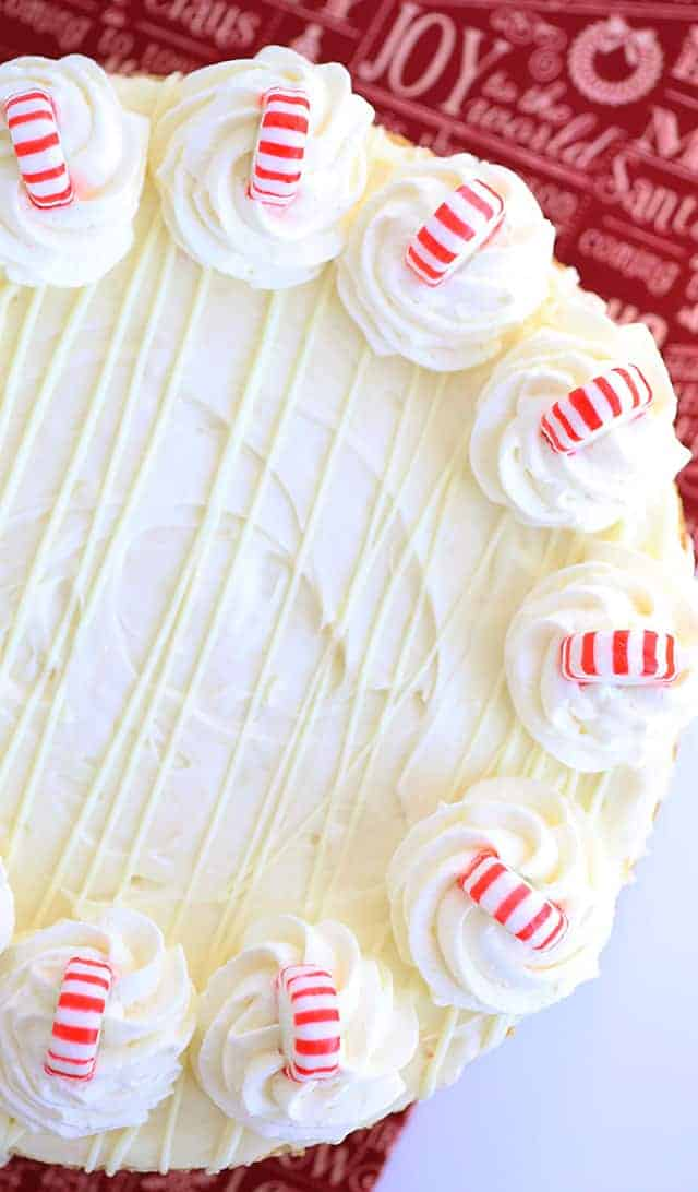 No Bake White Chocolate Peppermint Cheesecake - Who doesn't look a great no bake cheesecake? This one is stuffed with white chocolate and peppermint extract. It's perfect for Christmas too! Add some peppermint candies to the top for a cute finishing touch.