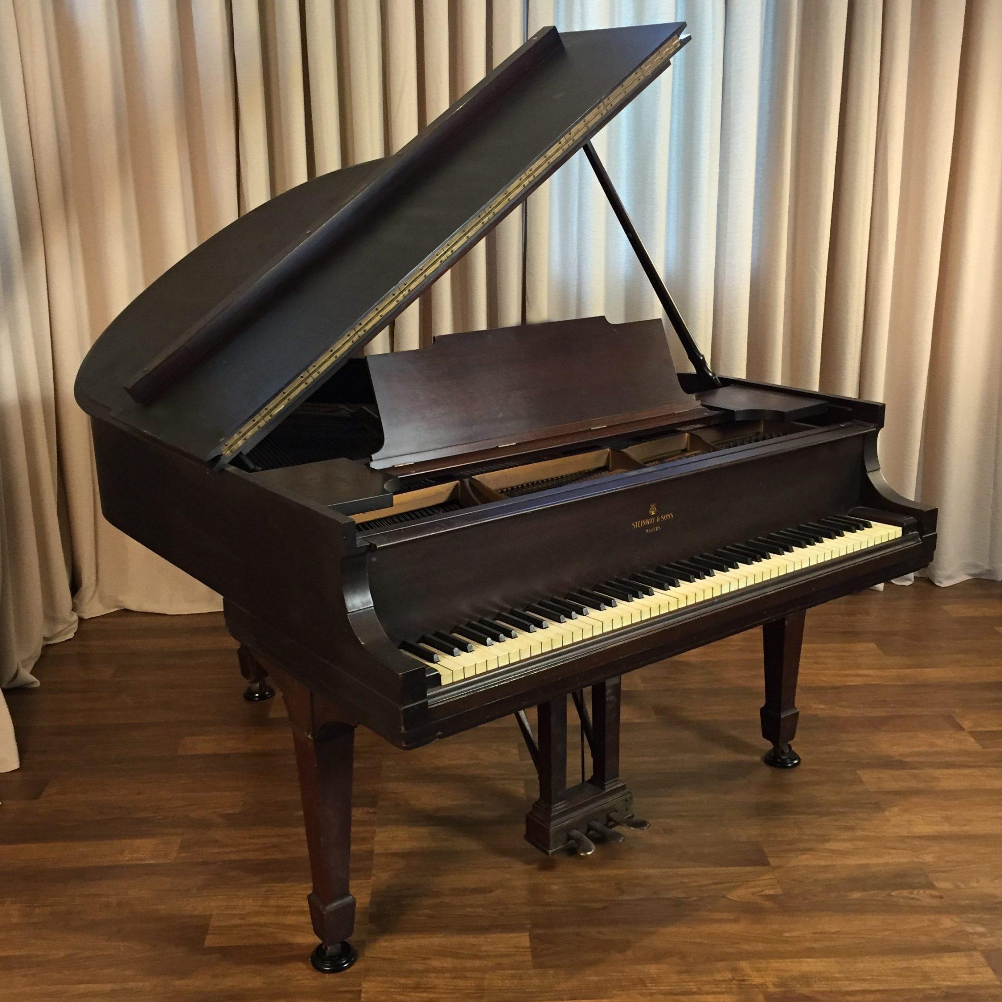 1913 Steinway M Grand Piano Traditional Style Mahogany