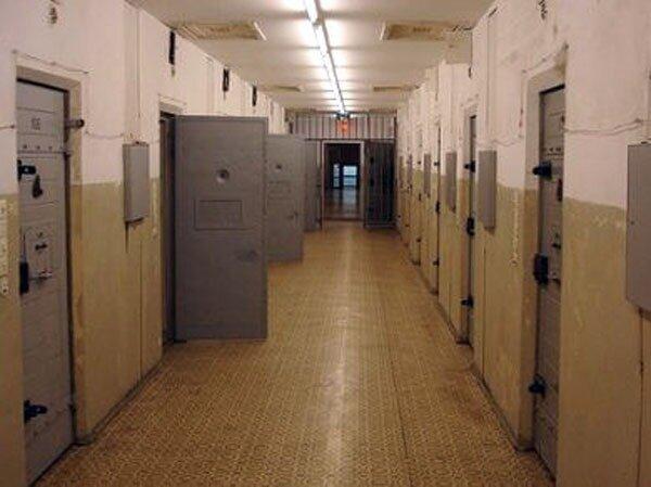 Detenuto si toglie la vita nel carcere di Lecce
