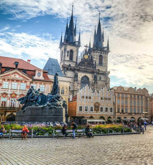Тынский храм Что посмотреть и куда сходить в Праге Что посмотреть и куда сходить в Праге: ТОП-25 достопримечательностей hram