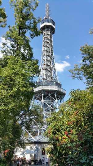 Петршинская башня Что посмотреть и куда сходить в Праге Что посмотреть и куда сходить в Праге: ТОП-25 достопримечательностей petrin