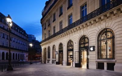 DailyDOOH      Blog Archive      Apple Store at the Opera Paris  France