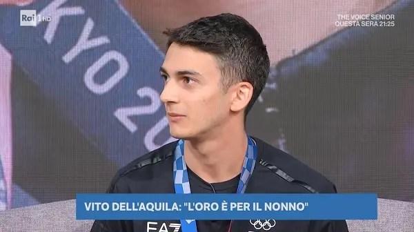 Imbarazzo a Uno Weekend: Vito Dell'Aquila dedica l'Oro al nonno scomparso, Beppe Convertini gli chiede «come sta il nonno?»