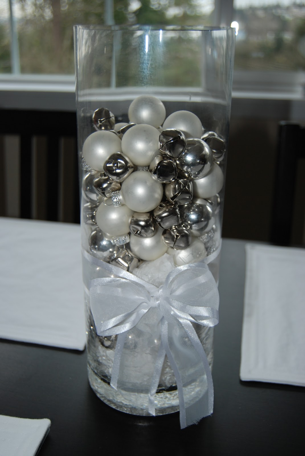 40 Sparkling Silver Christmas Decorations Ideas