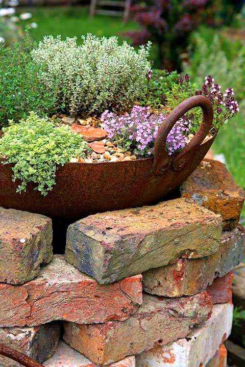 14 Brick Flower Bed Design Ideas You Can Replicate
