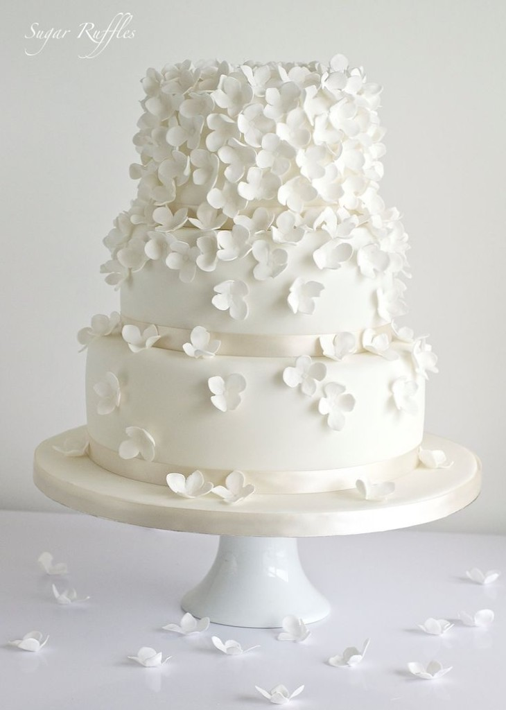 30 Delicate White Wedding Cakes   Deer Pearl Flowers All white simple wedding cake from Sugar Ruffles