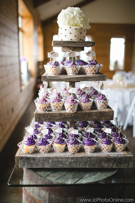 25 Amazing Rustic Wedding Cupcakes   Stands   Deer Pearl Flowers     Rustic Wedding Cupcake Stand vintage country wedding cake