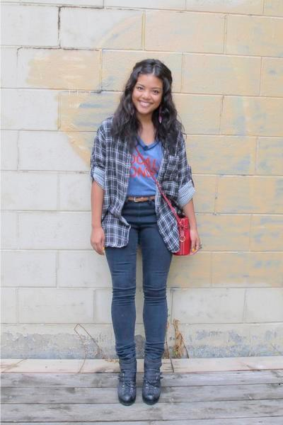 College fashion  Hardly old school  campus clothes go stylish     The     George Washington University student Elizabeth Taufield likes to get ideas  at high end stores  then shop at H M