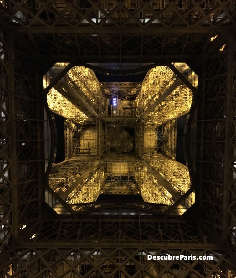 CAT1_Eiffel_Tower_7907_1024