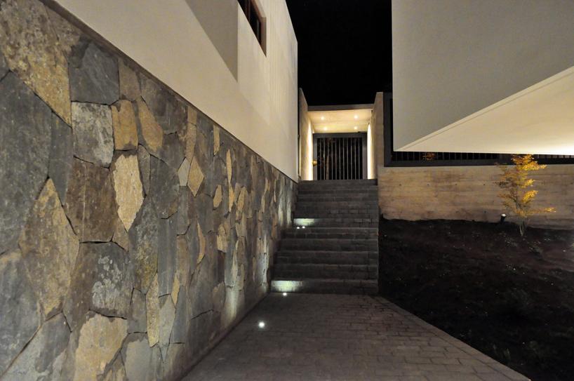 Stone Brick Column Residence