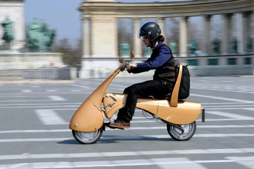 Moveo Lightweight Electric Scooter Folds And Rolls Like A