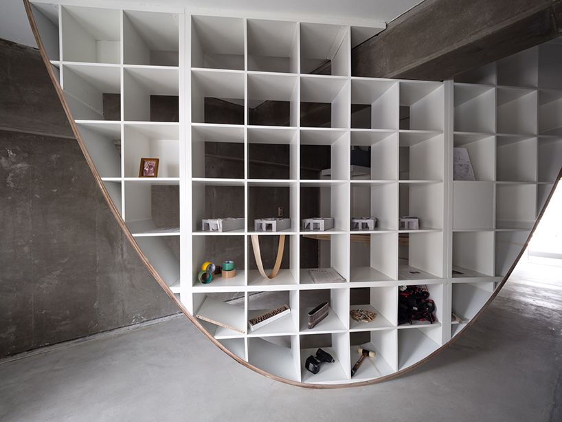 Takayoshi Kitagawa Builds Parabolic Shaped Shelves Inside