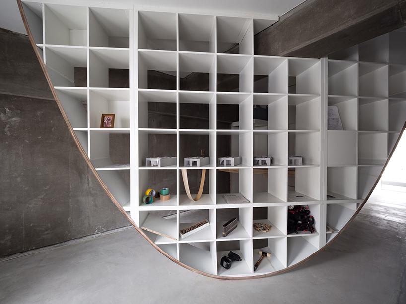 Takayoshi Kitagawa Builds Parabolic Shaped Shelves Inside