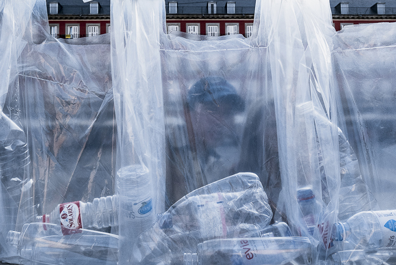 Luzinterruptus Constructs A Labyrinth Of Plastic Waste In