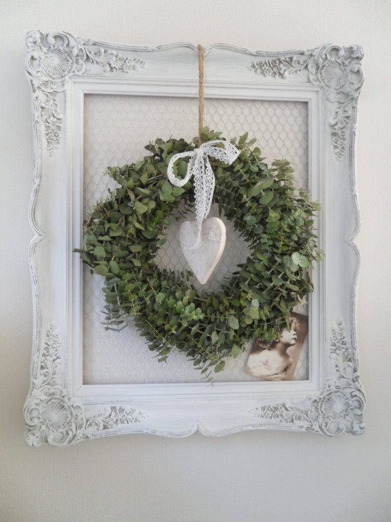 75 Awesome Christmas Wreaths Ideas For All Types Of D    cor   DigsDigs Framed eucalyptus wreath would always looks stylish and smells great