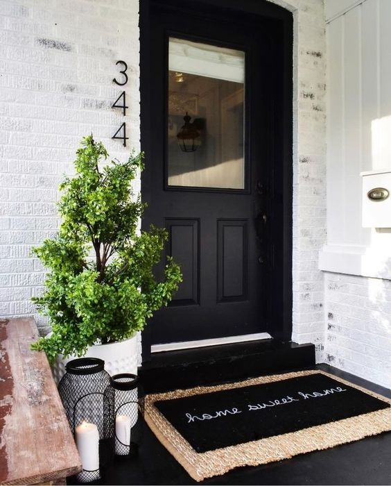 25 Chic And Bold Front Door Planter Ideas Digsdigs
