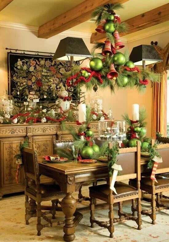 37 Stunning Christmas Dining Room D    cor Ideas   DigsDigs Stunning Christmas Dining Room Decor Ideas