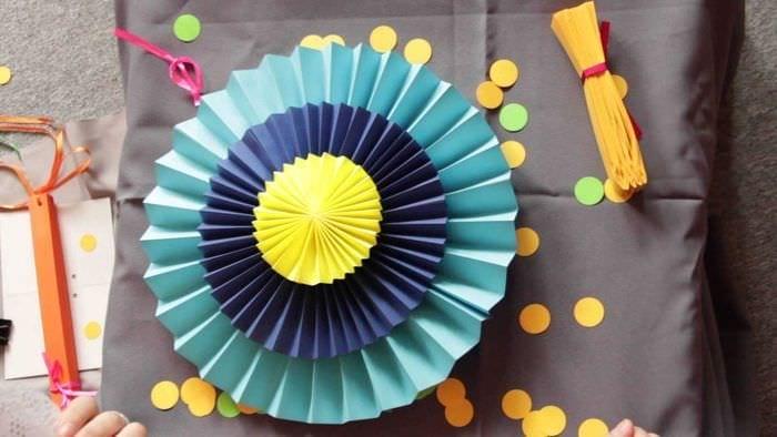 Ideea unui decor luminos al hârtiei de vacanță