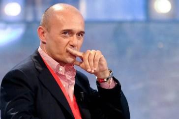 Alfonso Signorini rivela un fatto scioccante al Grande Fratello Vip e tutti sono contro di lui