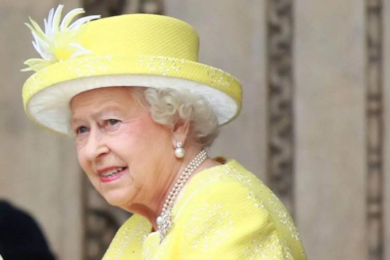 Un altro dolore per la Regina Elisabetta: il lutto a un mese dalla morte di Filippo