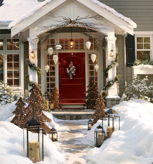 Decorative Lanterns  Ideas   Inspiration for Using them in Your Home     Love the look of lanterns lining the walkway of this home decorated for  Christmas