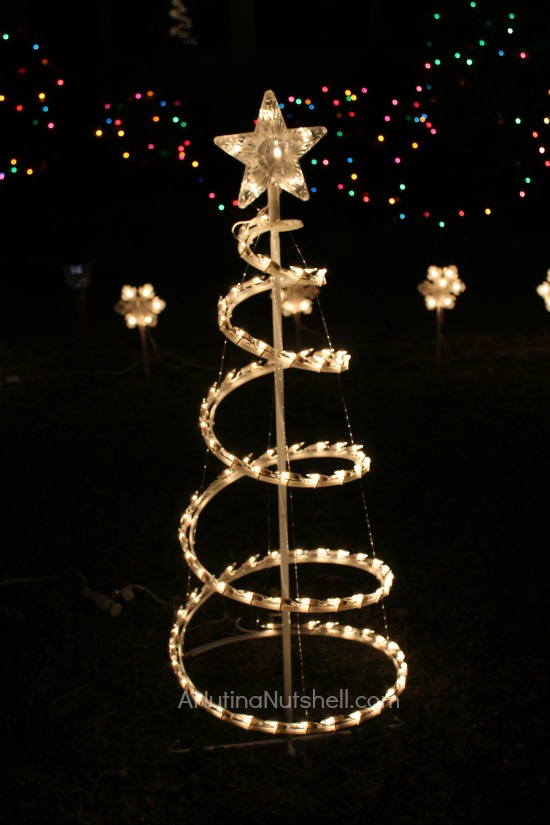 Decorating Outdoor Trees Lights