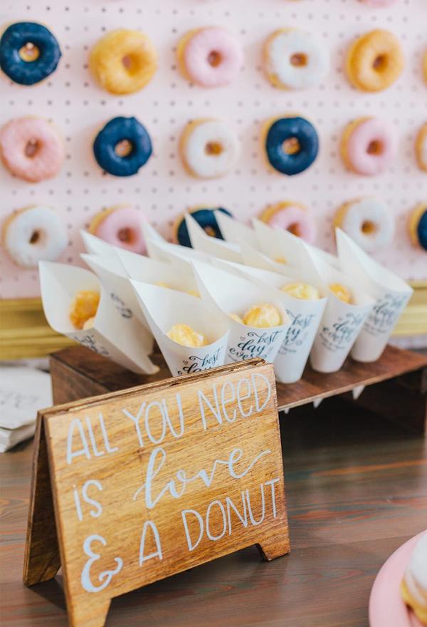 20 Irresistible Wedding Donut Ideas Your Guests Will Love Elegantweddinginvites Com Blog