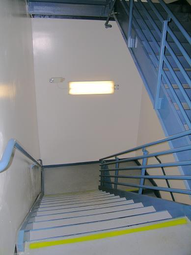 Et11sce5030 Hybrid Led Fluorescent Bi Level Stairwell