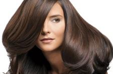 من المفيد شطف شعرك بغلي الأعشاب الطبية.