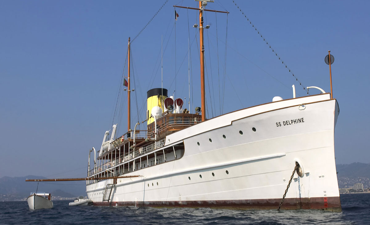 SS Delphine Steam-Powered Boat for Sale - eXtravaganzi