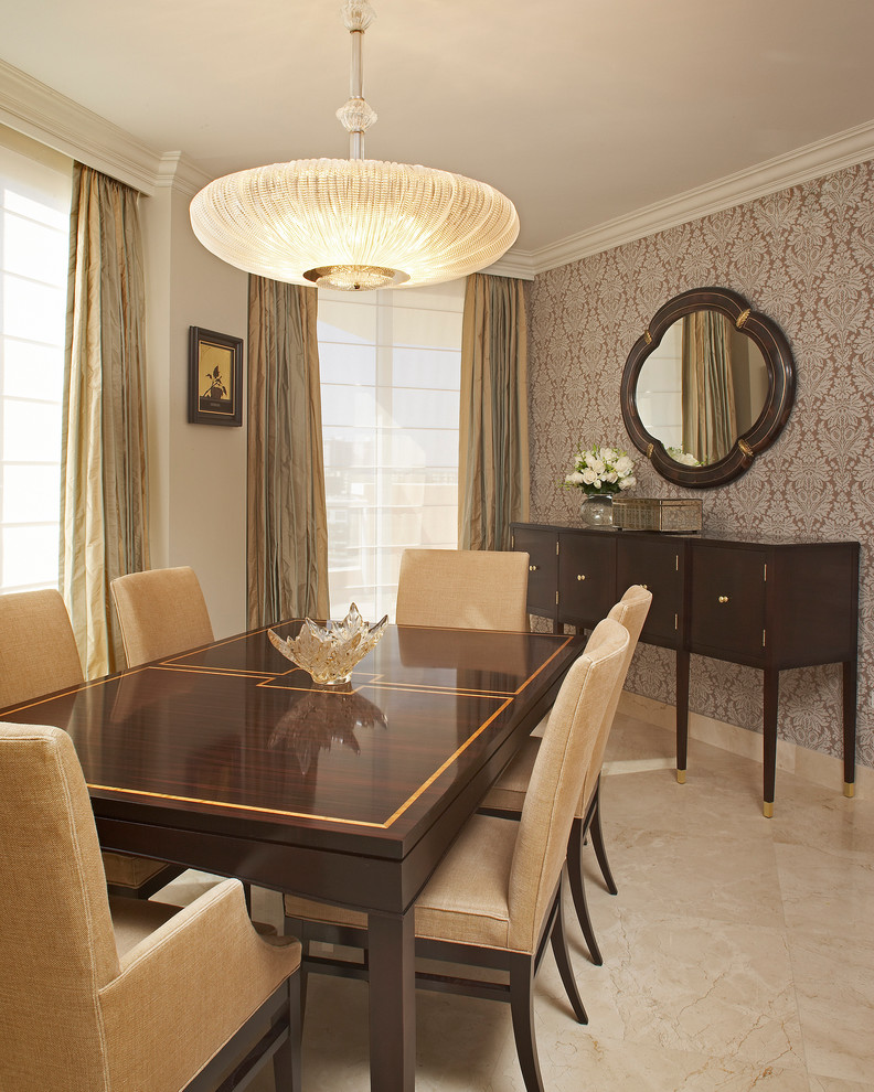 Elegant Dining Room Table Arrangement