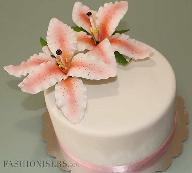 Cake Decorating Tutorial With Fondant