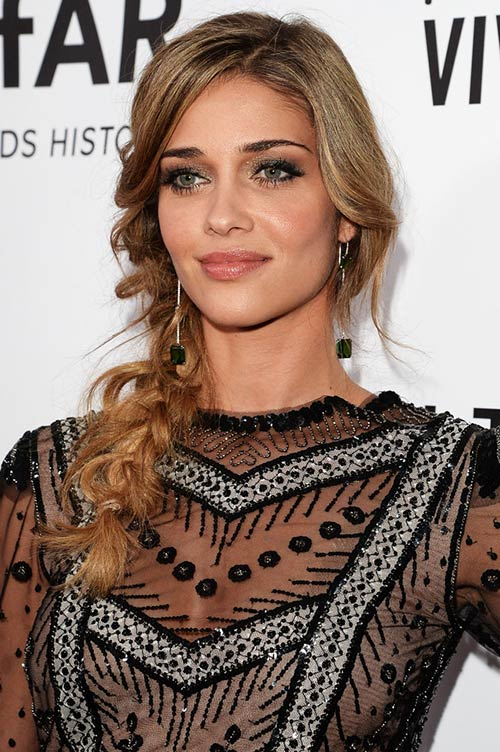 10 Trendy Braided Holiday Hairstyles: Ana Beatriz Barros Textured Side Braid