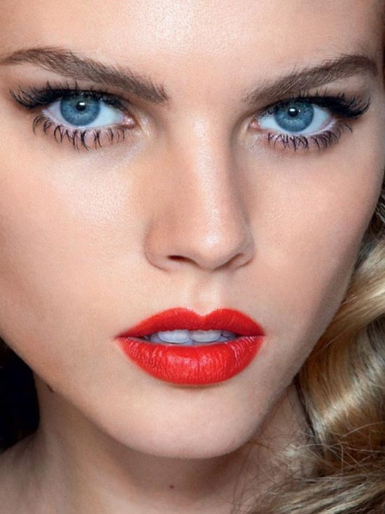 How To Choose a Red Lipstick for Your Hair Color