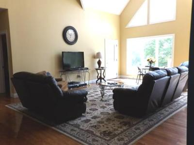 Take Five  Guntersville 5 Bedroom 3 Full Bathroom House Rental     I m Interested in This Property